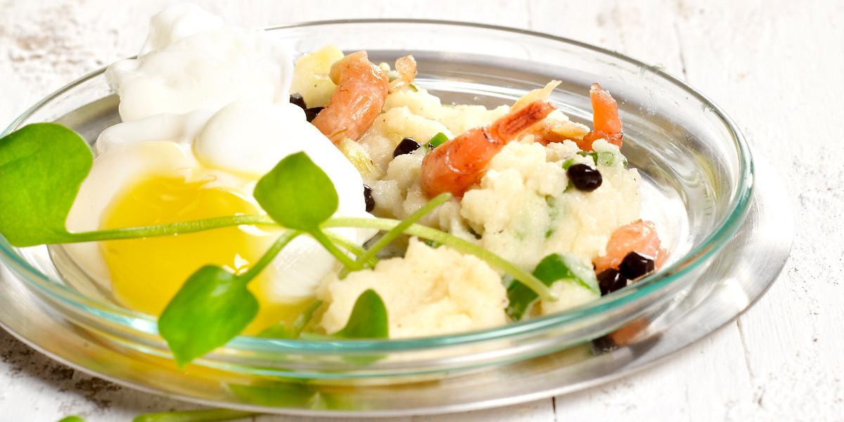 Grijze garnaal met aardappelmousseline, postelein, gepocheerd kwartelei & Hommelbier